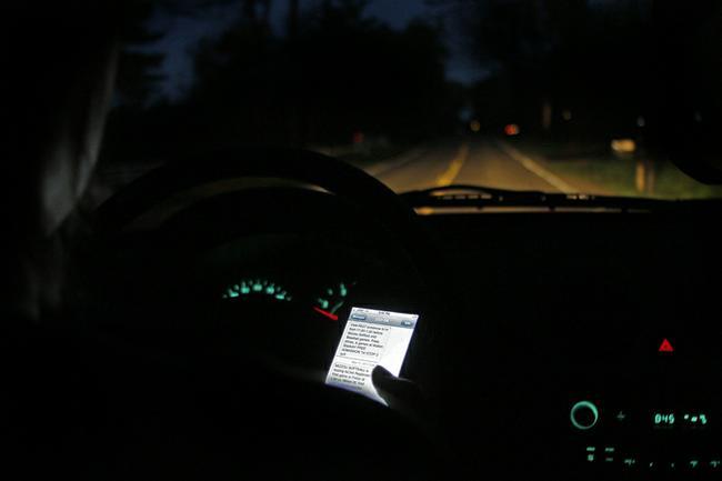 texting056 jpg 775x525 q85  SENATE PASSES TEXTING WHILE DRIVING BAN