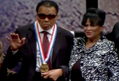 Muhaamad Ali Award3 Muhammad Ali received the National Constitution Center's  2012 Liberty Medal