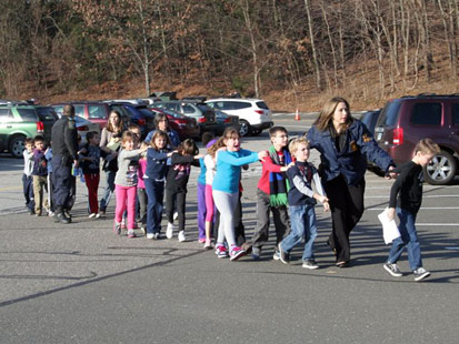 ht newton bee school shooting nt 121214 main1 Connecticut school shooting: 26 killed, gunman dead