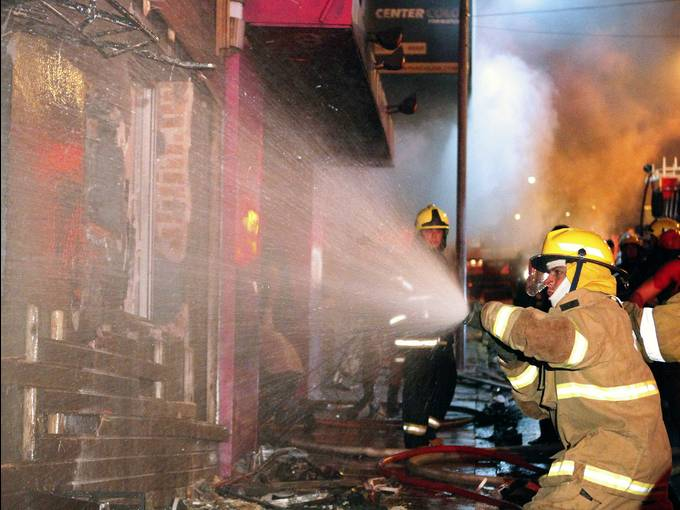 brazilfire 003 4 3 rx512 c680x510 Complete panic as 232 killed in Brazil nightclub fire