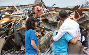 President Obama hugging principal of Oklahoma school destroyed by tornado