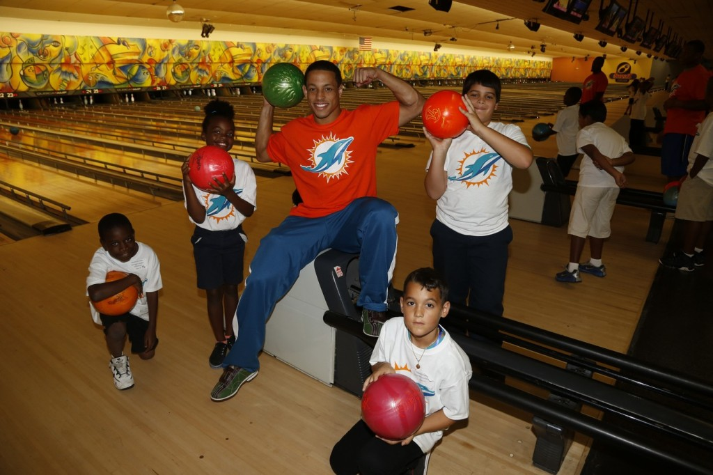 2 Miami Dolphins defensive back Brent Grimes with students at team bowling event at SpareZ in Davie