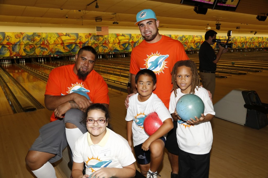 3  Miami Dolphins players Paul Soliai (left) and Koa Misi (right) with students at team bowling event at SpareZ in Davie