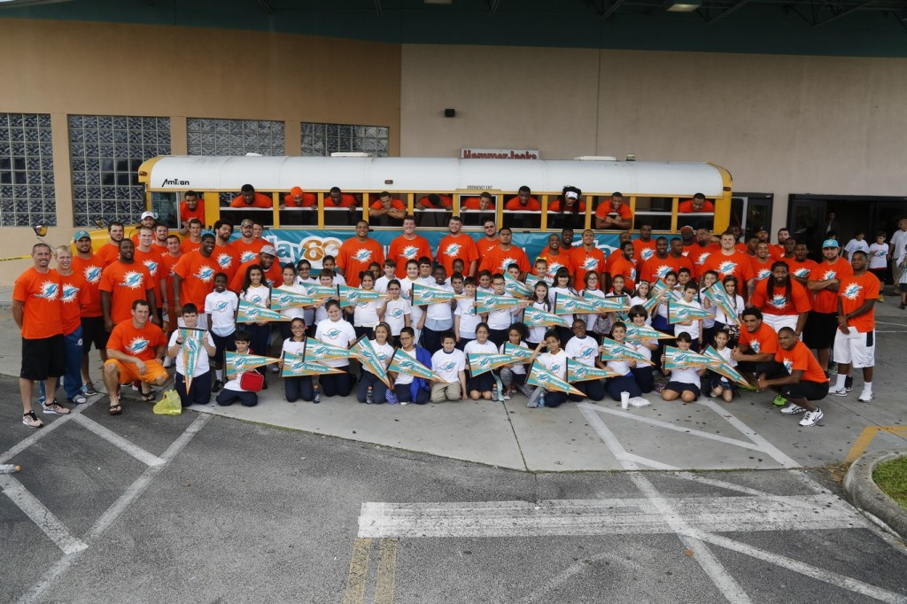 5 Miami Dolphins with students fromEarlington Heights and South Hialeah Elementary in Dade and Croissant Park and Gator Run Elementary in Browardat SpareZ in Davie