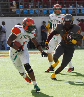 Former Fort Lauderdale Boyd Anderson HS player Lenworth Lennon (#27) of FAMU being tackled by BCU's Nick Addison (#7) and Trevin Huff (#57).