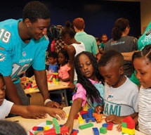 Miami Dolphins hosts Most Valuable Reader programs in Miami Dade and Broward County libraries