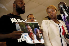 Michael Brown Sr Missouri shooting victim's father calls for peace after riots