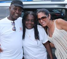 WEDR/99JAMZ, Off Lease.Com donate minivan to volunteer