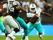 Dolphins rout Raiders in London 38-14