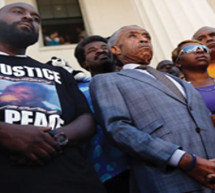 Civil rights leaders at odds as Ferguson protests grow