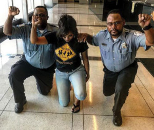 TWO-BLACK-CHICAGO-COPS2