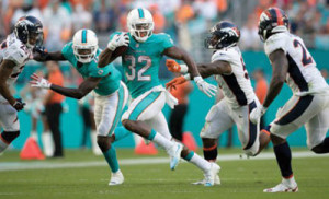 Kenyan Drake has a good game with 120 rushing yards (Internet Photos)
