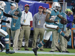Xavien Howard gives the Dolphins an early Xmas present with two interceptions.                                (Internet Photos)