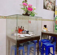 Table in Vietnam on which President Obama Enjoyed a $6 Noodle Meal is Preserved Forever as Tourist Attraction